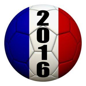 En fotboll i Frankrikes flaggas färger och åretalet 2016